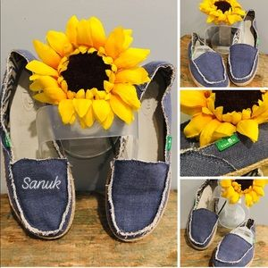 ✌️Sanuk Canvas Slipons✌️